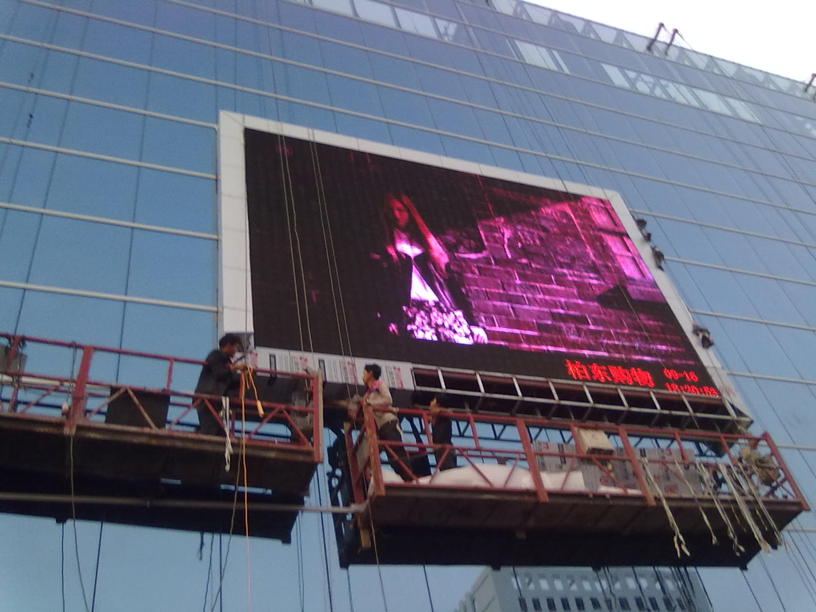柏东购物广场户外P8全彩LED显示屏